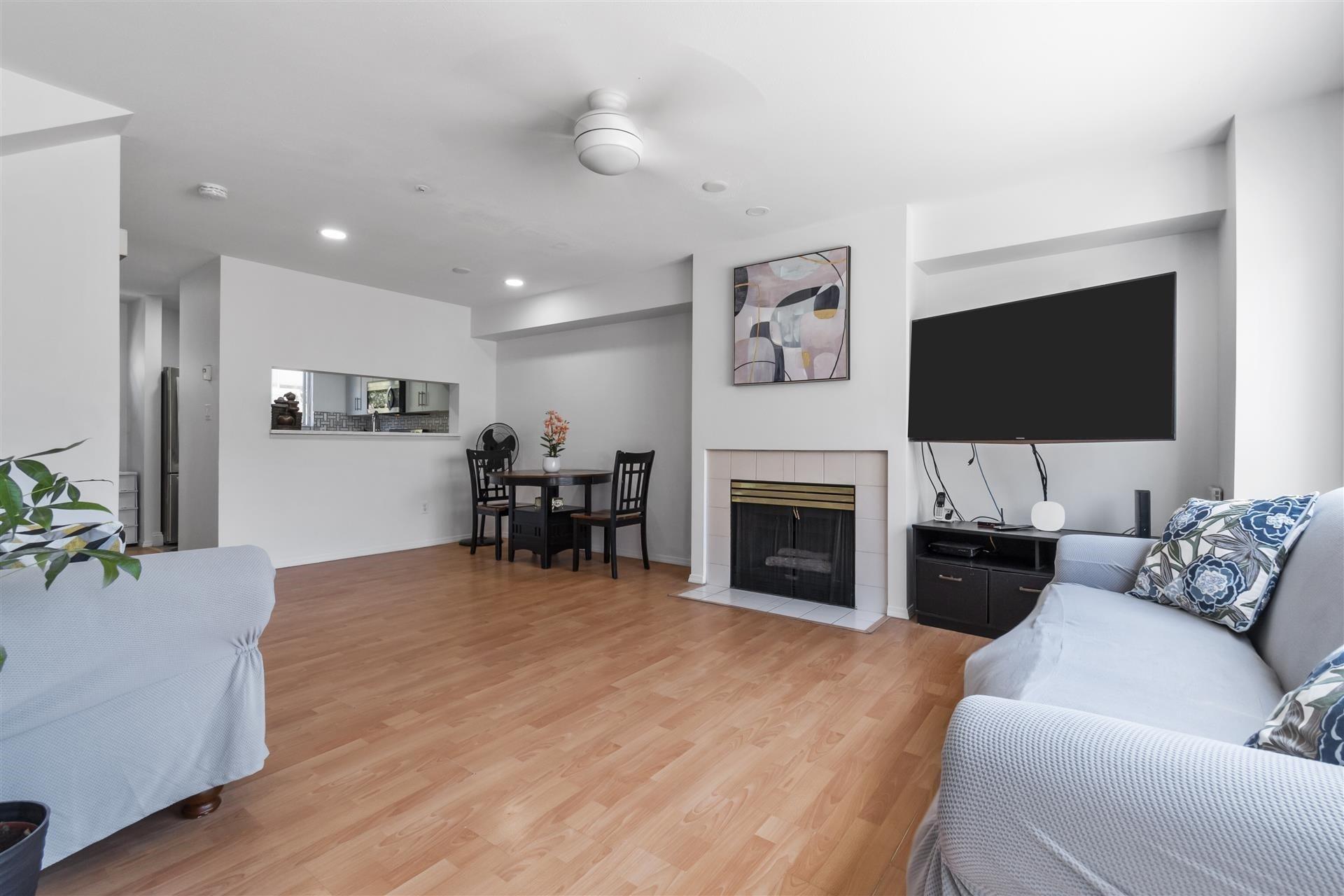 207 2211 NO. 4 ROAD - Bridgeport RI Townhouse for sale, 2 Bedrooms (R2613792)