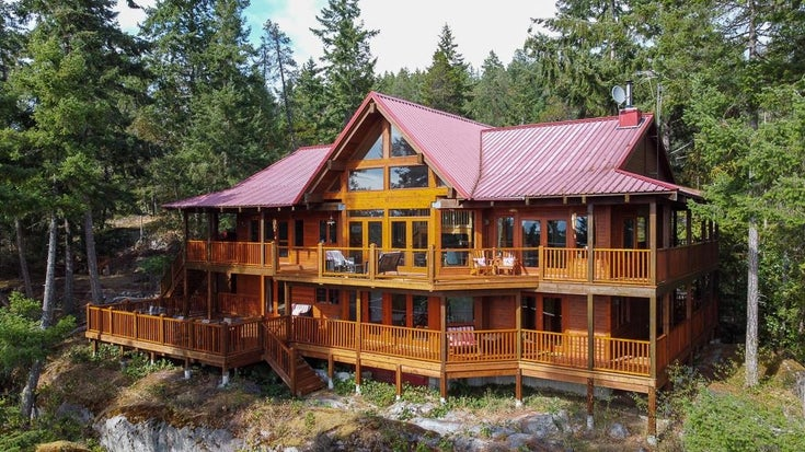 5660 LEANING TREE ROAD - Halfmn Bay Secret Cv Redroofs House with Acreage for sale, 5 Bedrooms (R2613932)