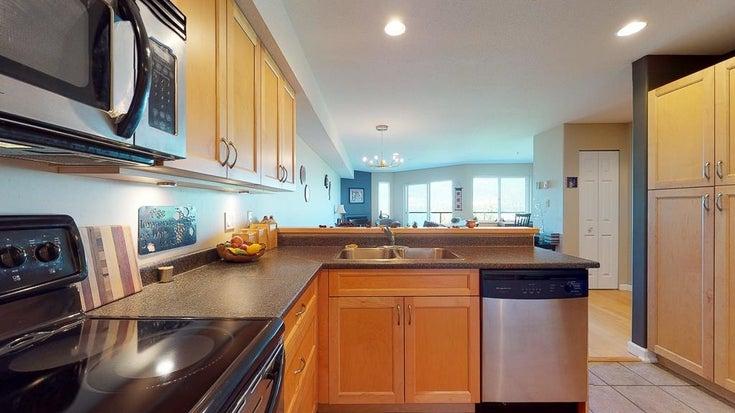 W203 5780 TRAIL AVENUE - Sechelt District Apartment/Condo for sale, 1 Bedroom (R2614600)