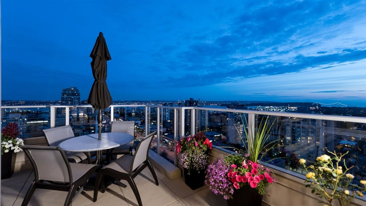 2001 135 E 17TH STREET - Central Lonsdale Apartment/Condo for sale, 3 Bedrooms (R2614879)