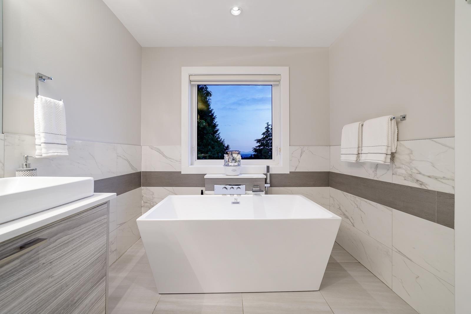 517 GRANADA CRESCENT - Upper Delbrook House/Single Family for sale, 8 Bedrooms (R2615057) - #18