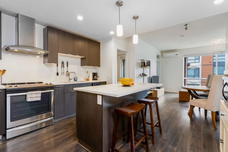 421 723 W 3RD STREET - Harbourside Apartment/Condo for sale, 2 Bedrooms (R2615877)