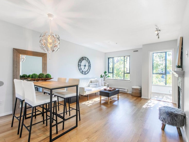 303 175 E 10 STREET - Central Lonsdale Apartment/Condo for sale, 1 Bedroom (R2616096)