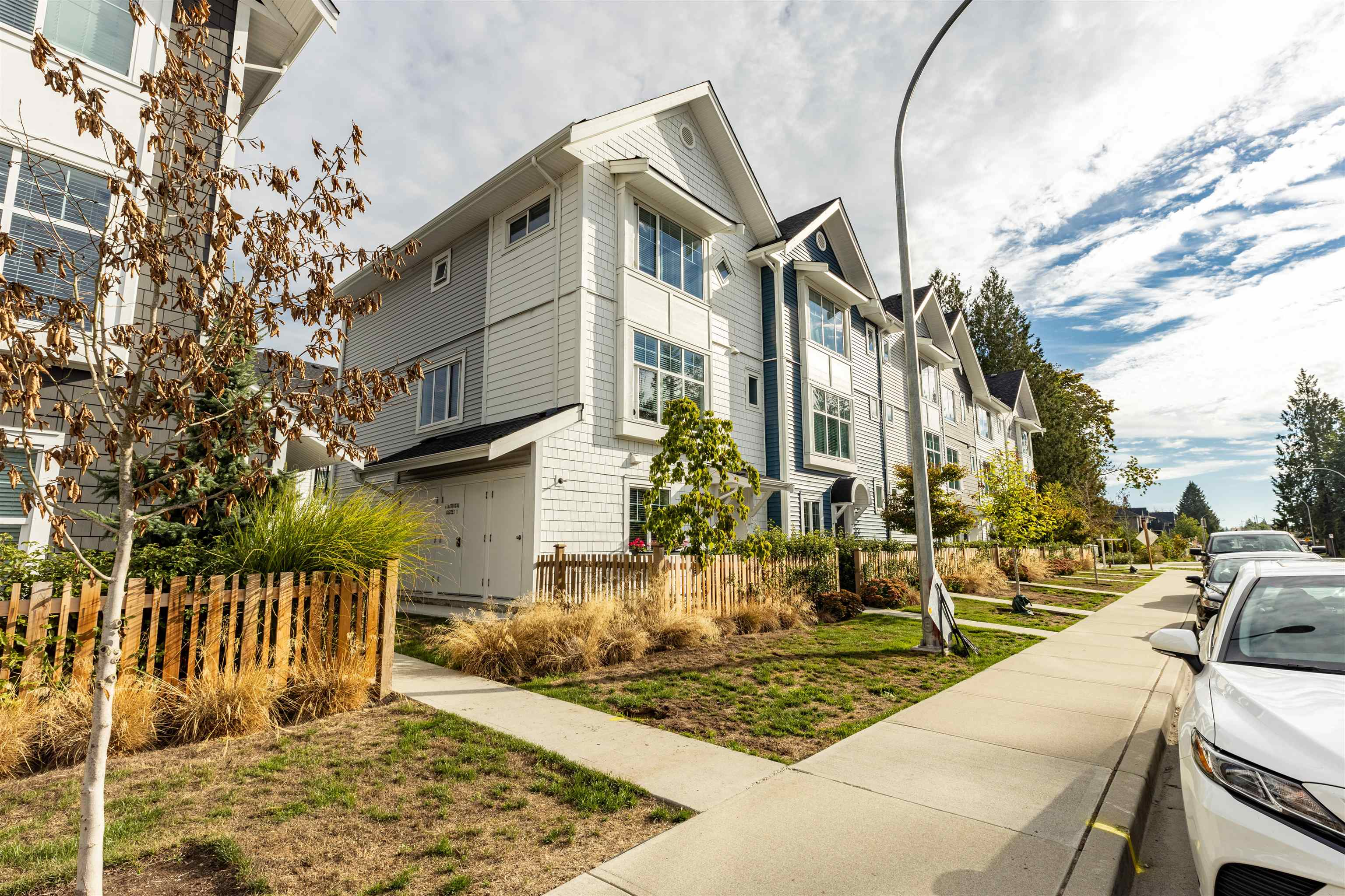 6 20451 84 AVENUE - Willoughby Heights Townhouse for sale, 4 Bedrooms (R2616635) - #1