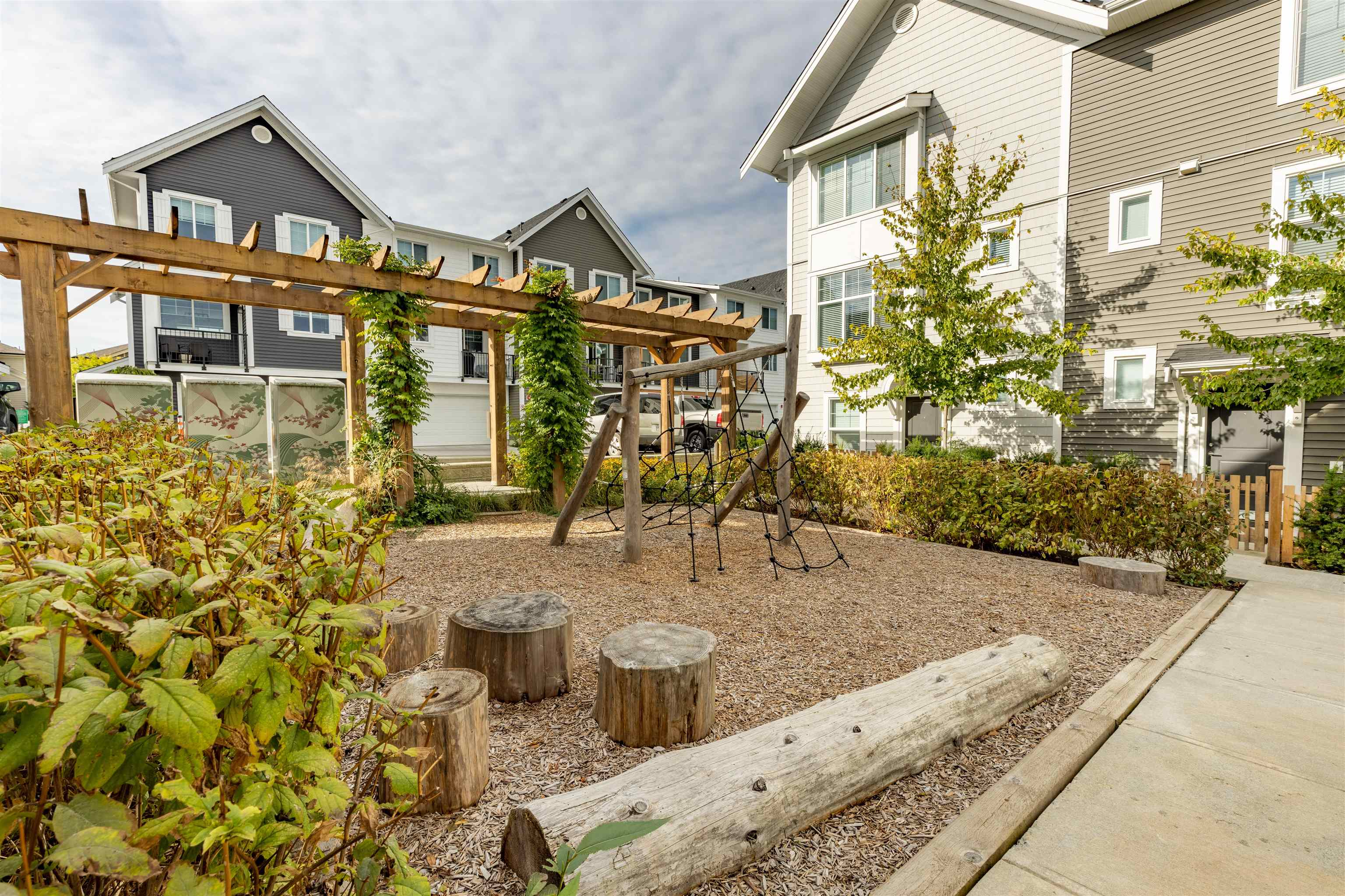 6 20451 84 AVENUE - Willoughby Heights Townhouse for sale, 4 Bedrooms (R2616635) - #36