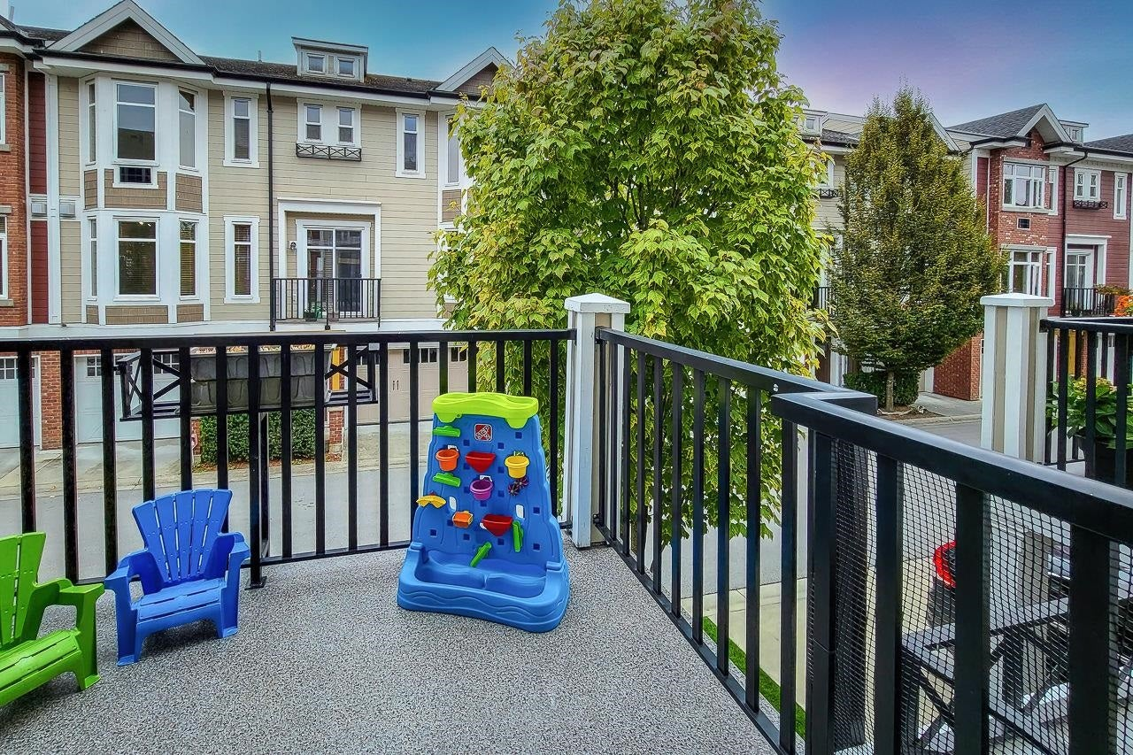 21 20738 84 AVENUE - Willoughby Heights Townhouse for sale, 3 Bedrooms (R2616914) - #21