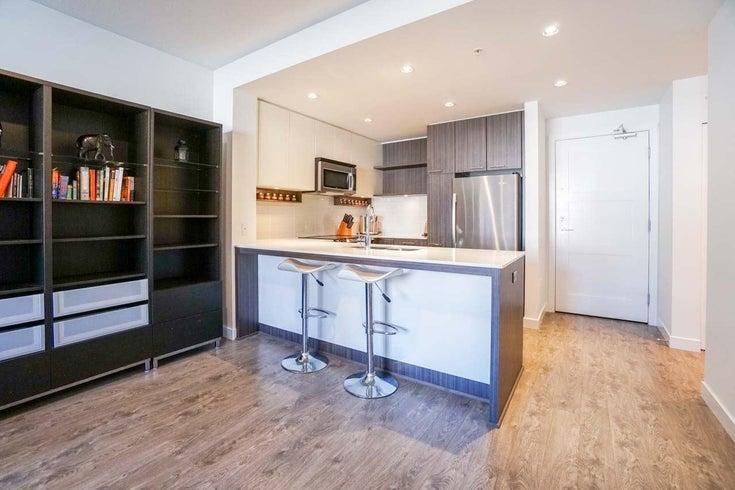 217 608 COMO LAKE AVENUE - Coquitlam West Apartment/Condo for sale, 1 Bedroom (R2617039)