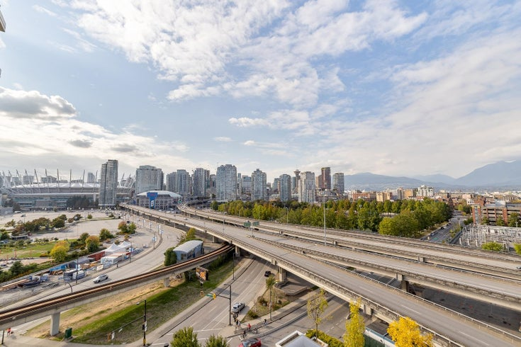 1101 125 MILROSS AVENUE - Downtown VE Apartment/Condo for sale, 2 Bedrooms (R2617718)