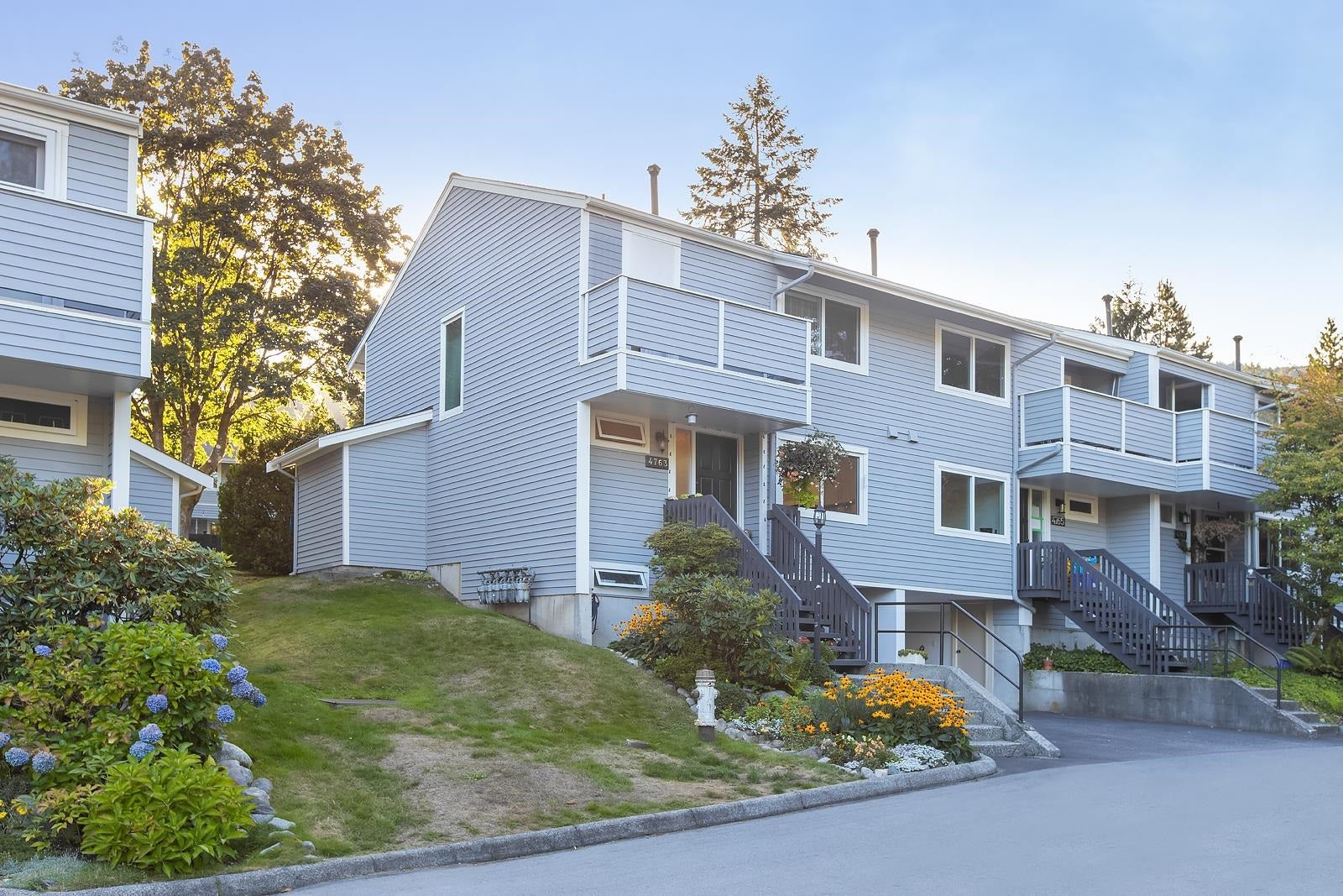 4763 HOSKINS ROAD - Lynn Valley Townhouse for sale, 3 Bedrooms (R2617725) - #1