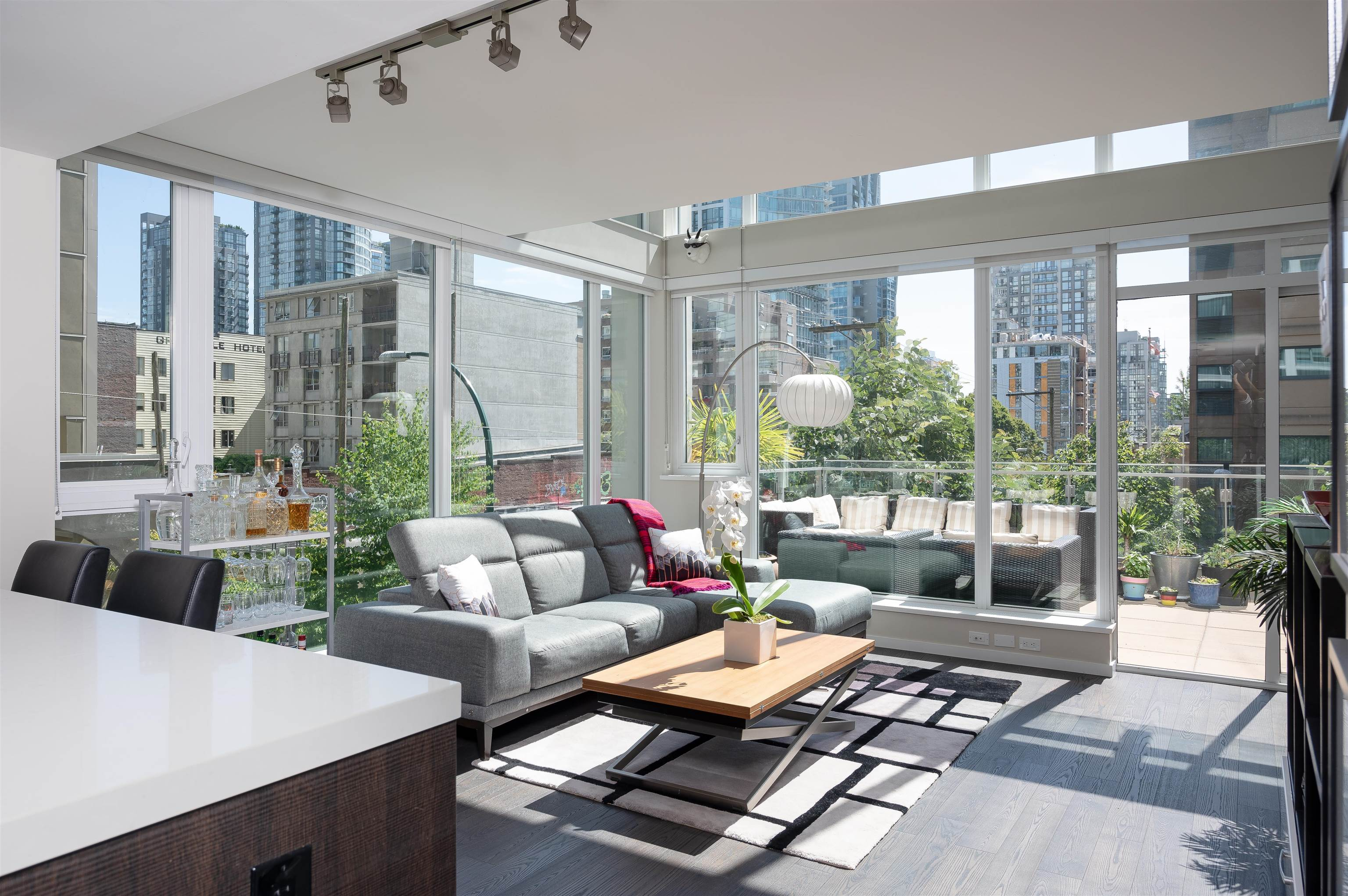 306 1351 CONTINENTAL STREET - Downtown VW Apartment/Condo for sale, 2 Bedrooms (R2617899) - #2