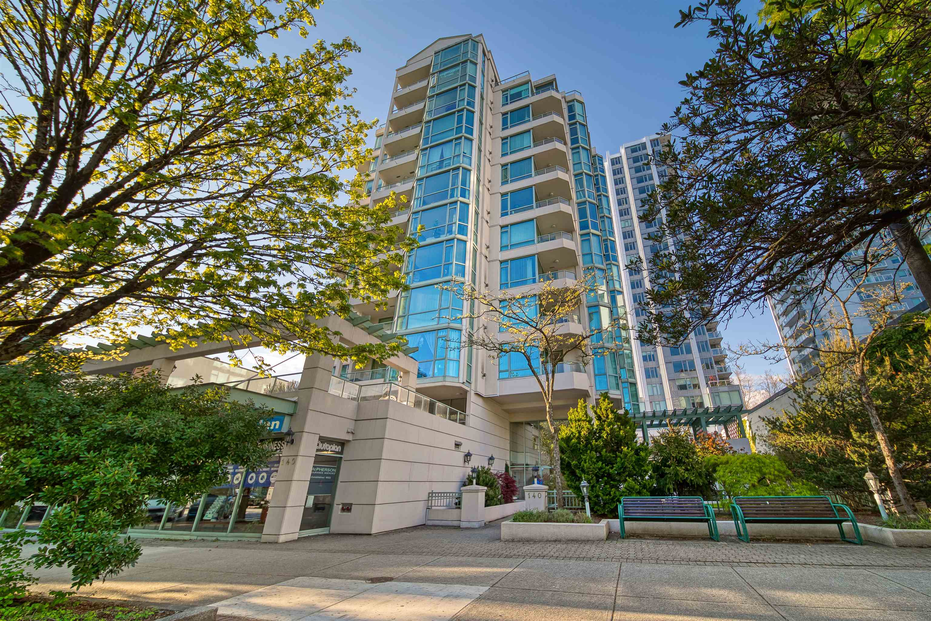 303 140 E 14TH STREET - Central Lonsdale Apartment/Condo for sale, 1 Bedroom (R2618094) - #1