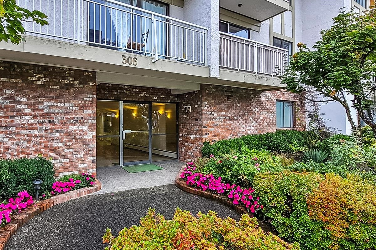 306 306 W 1ST STREET - Lower Lonsdale Apartment/Condo for sale, 2 Bedrooms (R2618100) - #1
