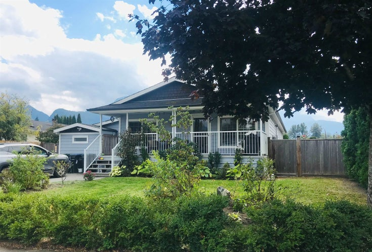 1061 EDGEWATER CRESCENT - Northyards House/Single Family for sale, 3 Bedrooms (R2618673)