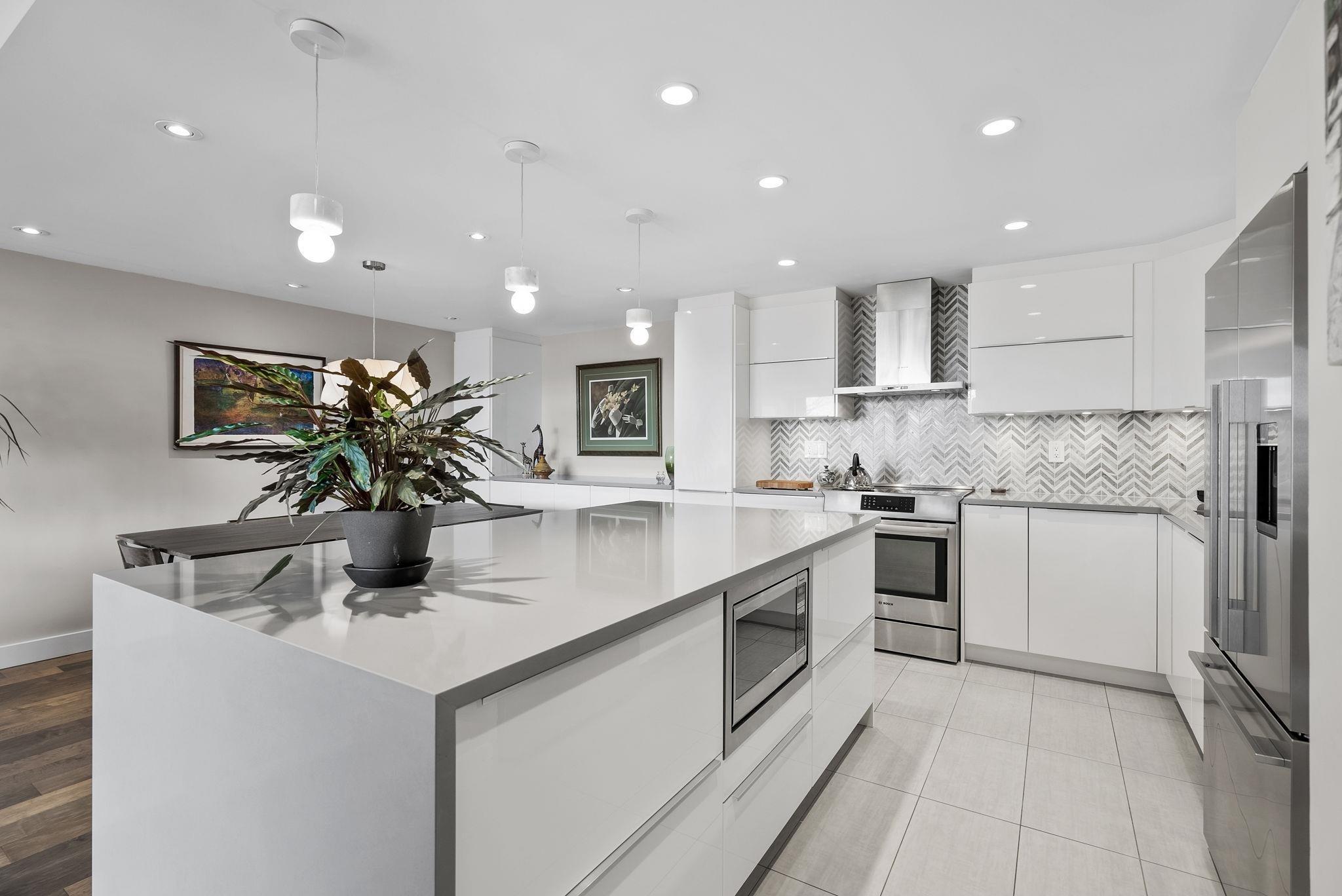 510 1490 PENNYFARTHING DRIVE - False Creek Apartment/Condo for sale, 2 Bedrooms (R2618903) - #1