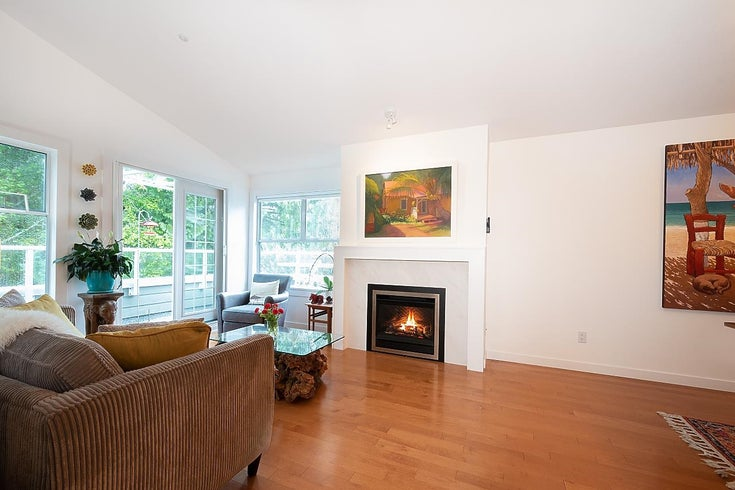 303 4390 GALLANT AVENUE - Deep Cove Apartment/Condo for sale, 2 Bedrooms (R2619094)