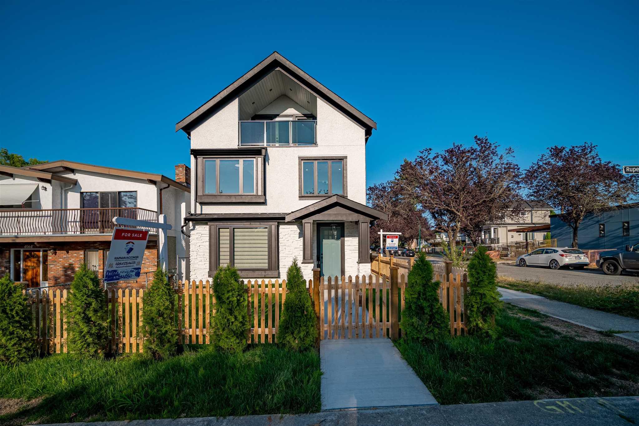 3301 E 25 AVENUE - Renfrew Heights 1/2 Duplex for sale, 3 Bedrooms (R2619665) - #1