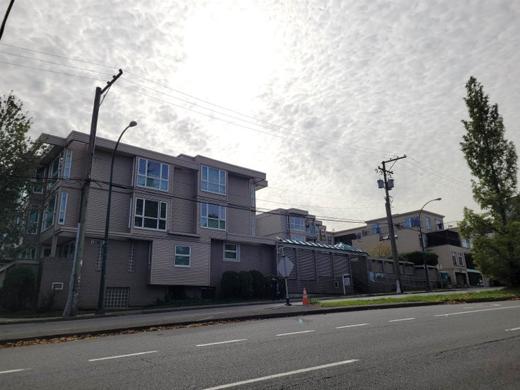 305 1318 W 6TH AVENUE - Fairview VW Apartment/Condo for sale, 3 Bedrooms (R2621102)