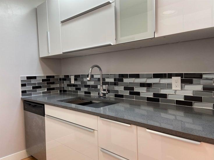 304 8645 OSLER STREET - Marpole Apartment/Condo for sale, 1 Bedroom (R2621163)