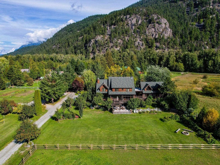 1427 COLLINS ROAD - Pemberton House with Acreage for sale, 7 Bedrooms (R2621474)