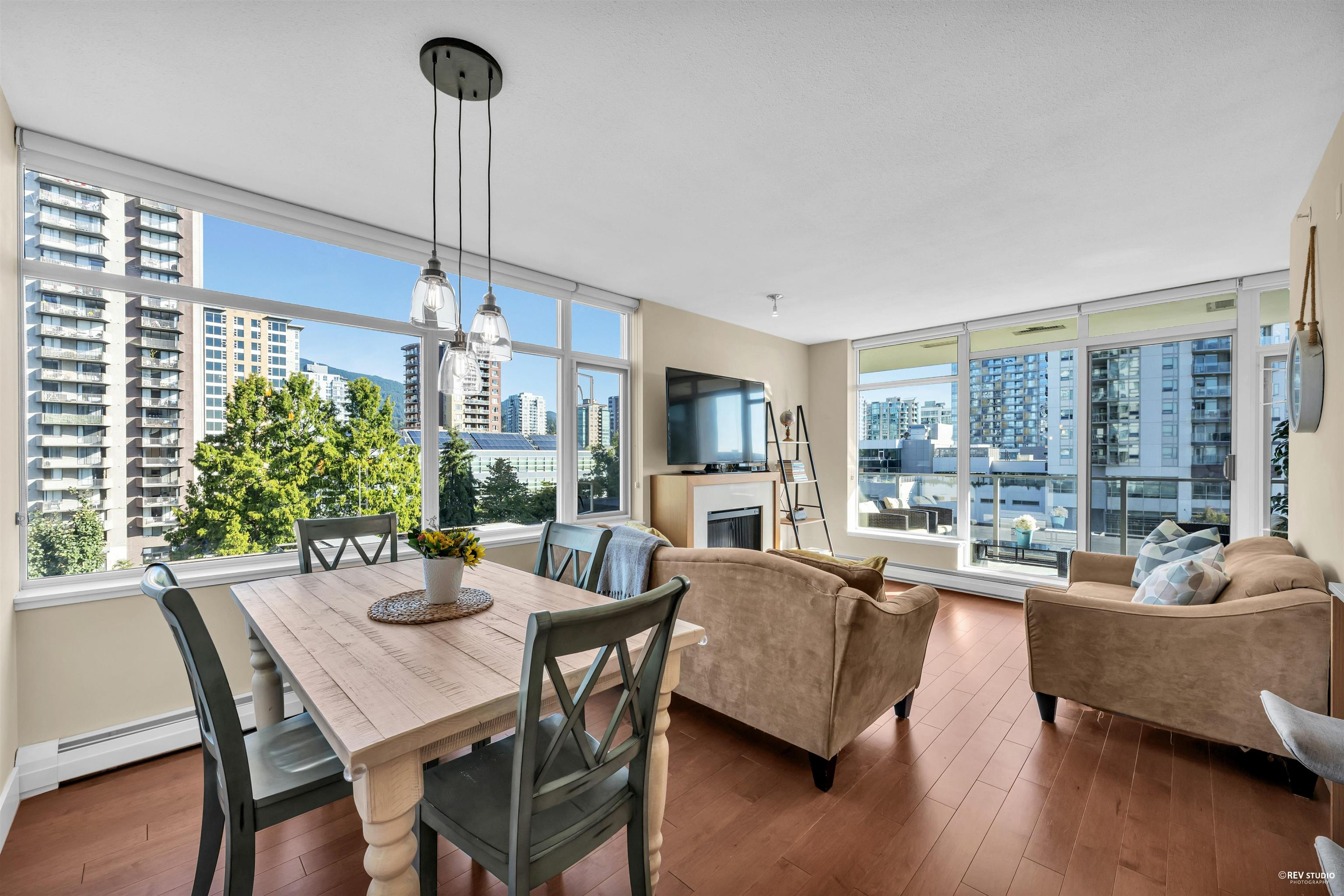 702 158 W 13TH STREET - Central Lonsdale Apartment/Condo for sale, 2 Bedrooms (R2621703) - #1