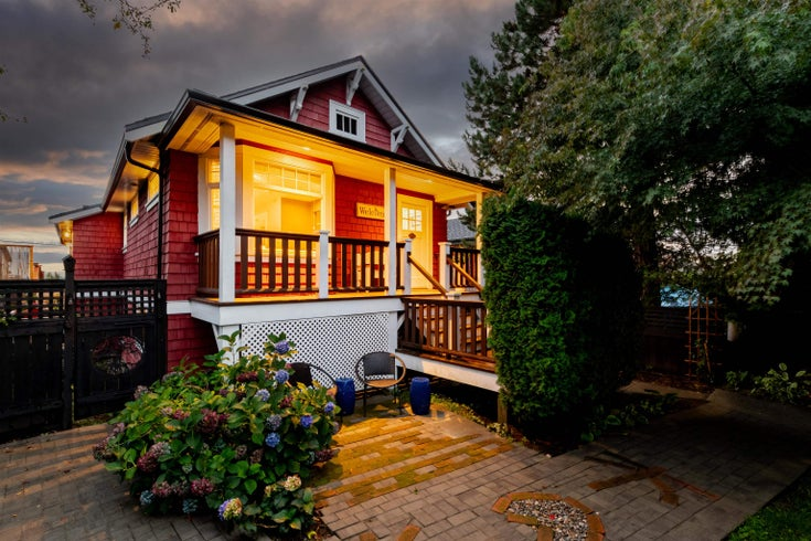 709 E 6TH STREET - Queensbury House/Single Family for sale, 3 Bedrooms (R2621895)