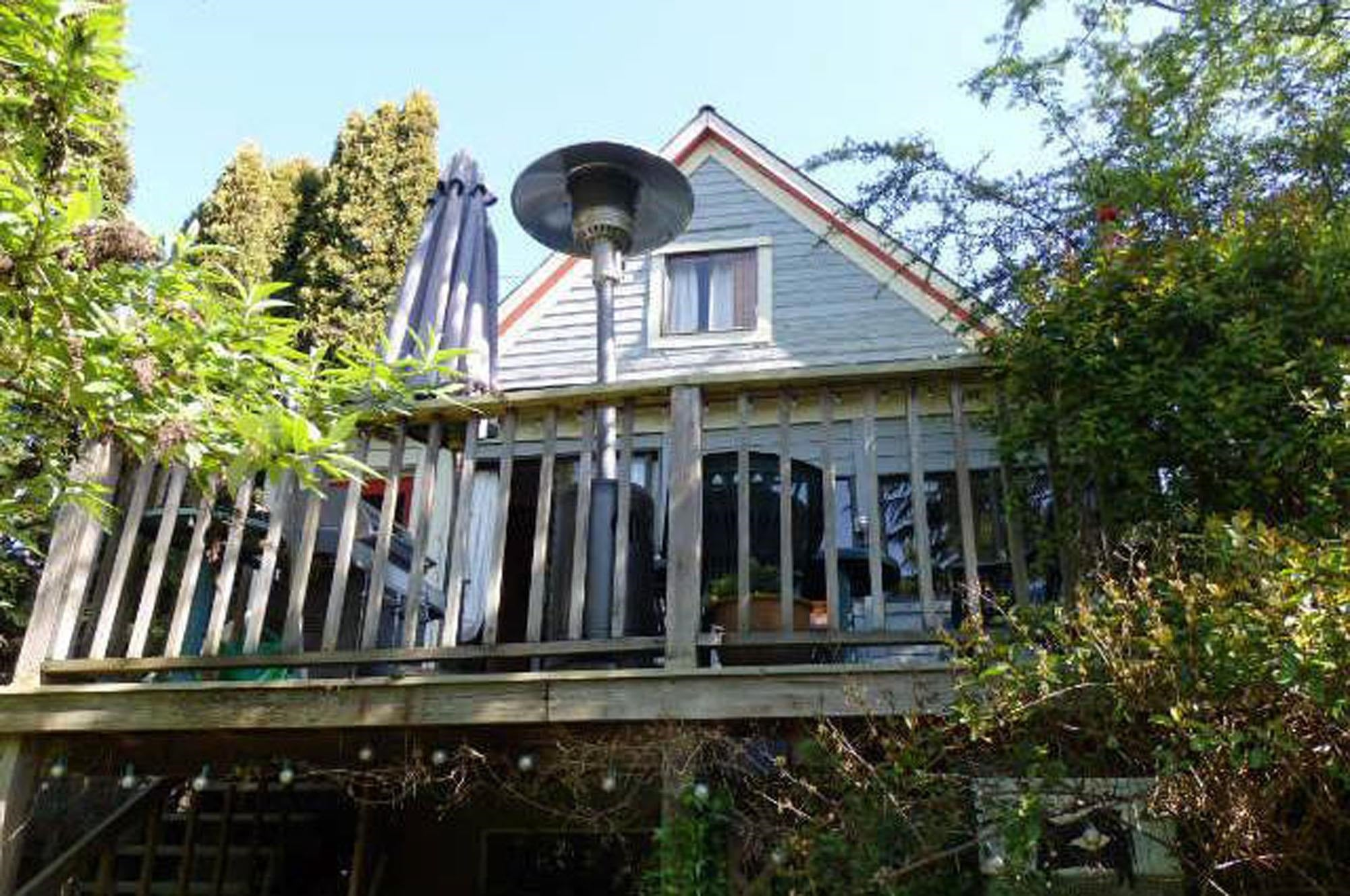 222 E 3RD STREET - Lower Lonsdale House/Single Family for sale, 3 Bedrooms (R2622037) - #1