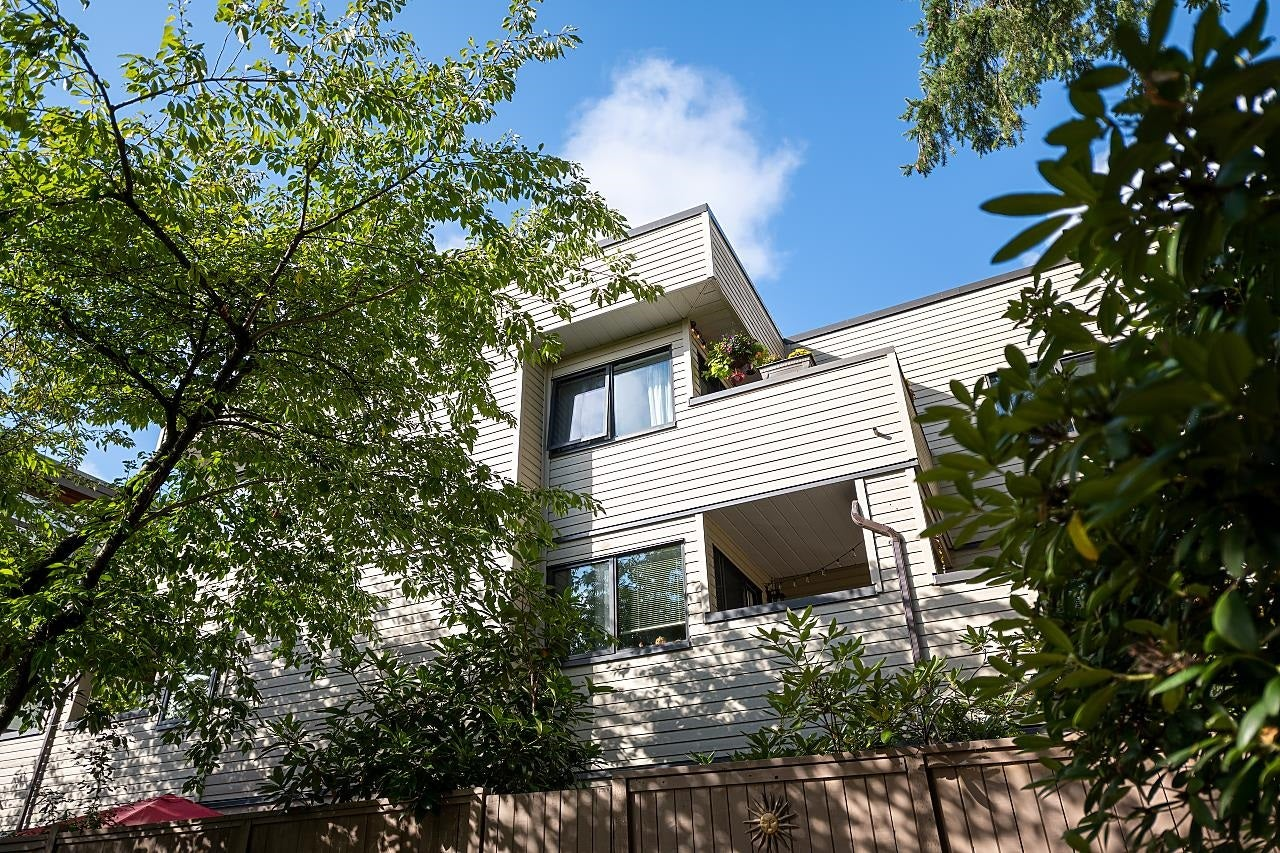 303 3275 MOUNTAIN HIGHWAY - Lynn Valley Apartment/Condo for sale, 2 Bedrooms (R2622785) - #1