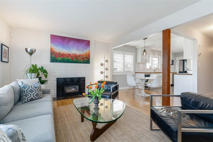 222 E 10TH STREET - Central Lonsdale House/Single Family for sale, 5 Bedrooms (R2623028)