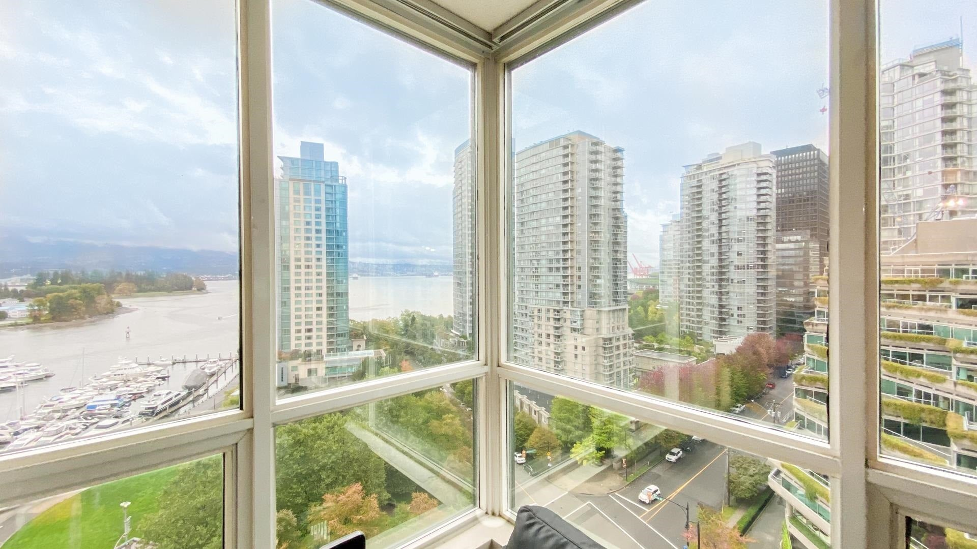 1404 555 JERVIS STREET - Coal Harbour Apartment/Condo for sale, 1 Bedroom (R2623157)