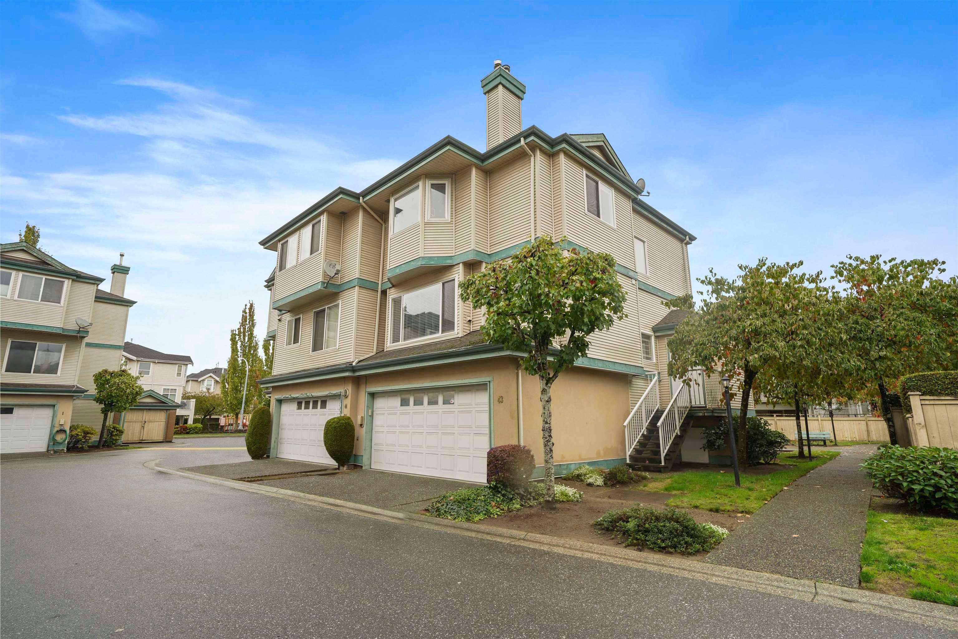 43 22800 WINDSOR COURT - Hamilton RI Townhouse for sale, 3 Bedrooms (R2623349)