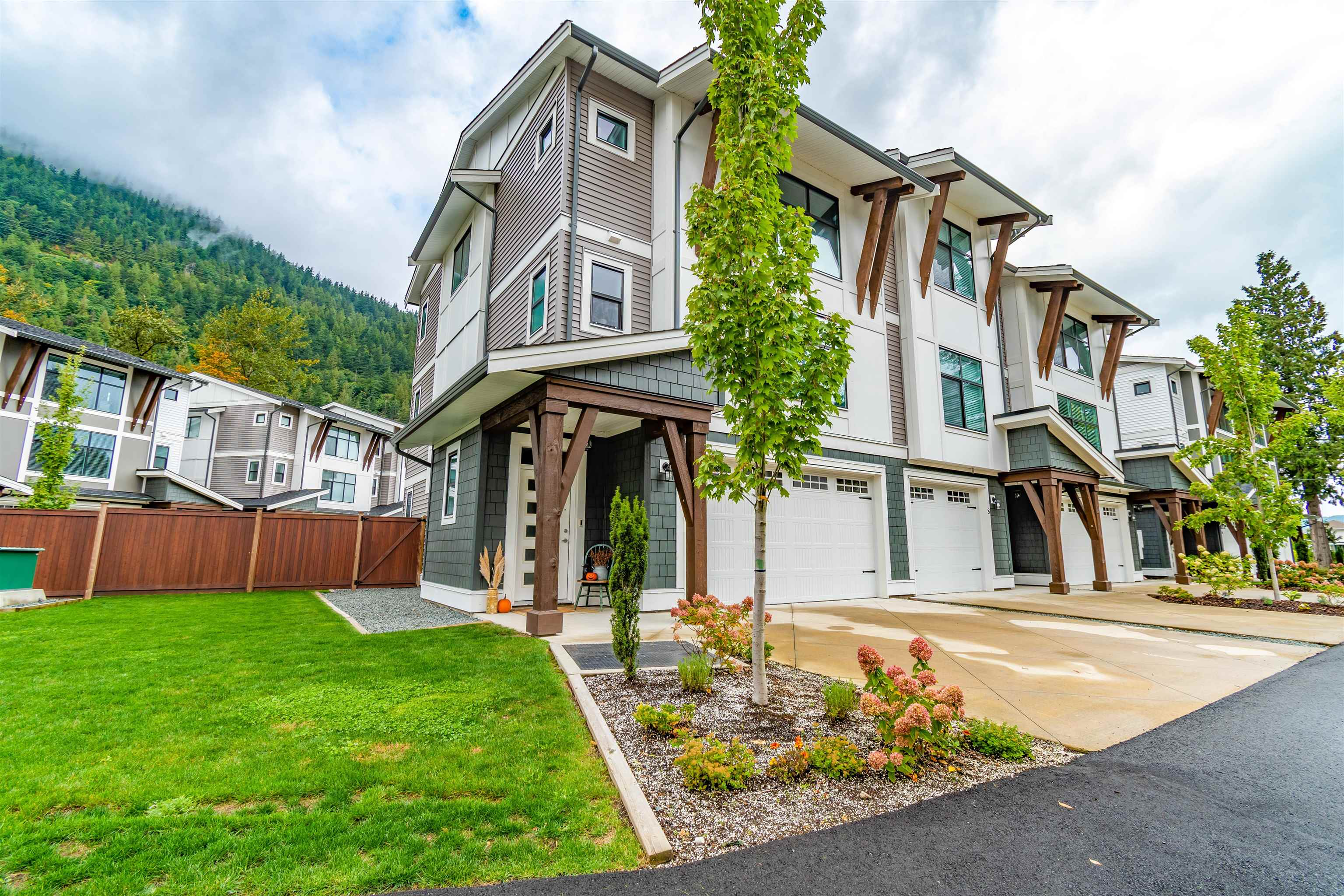 9 386 PINE AVENUE - Harrison Hot Springs Townhouse for sale, 3 Bedrooms (R2623843) - #1