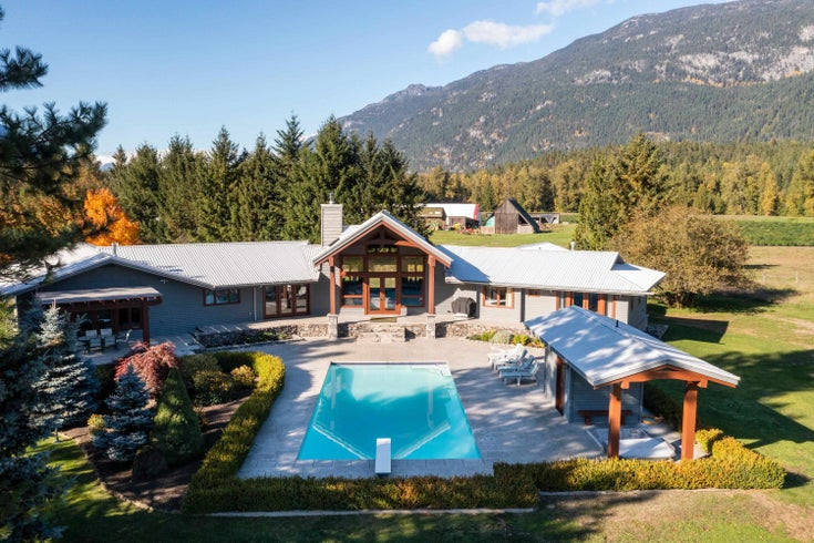 7754 WARNER ROAD - Pemberton Meadows House with Acreage for sale, 4 Bedrooms (R2624541)