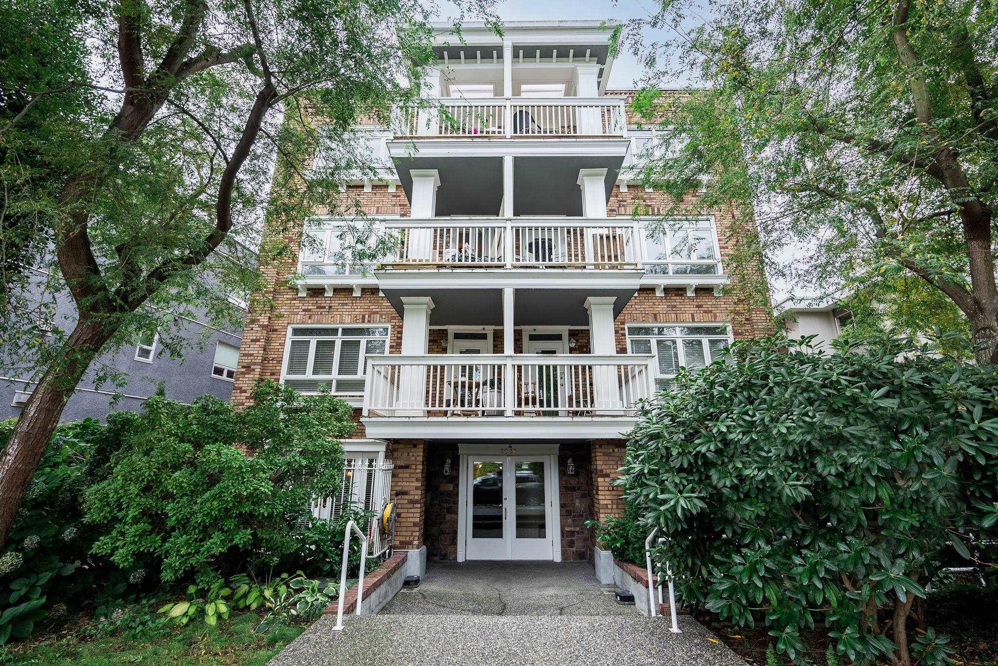 404 2036 YORK AVENUE - Kitsilano Apartment/Condo for sale, 2 Bedrooms (R2624631)