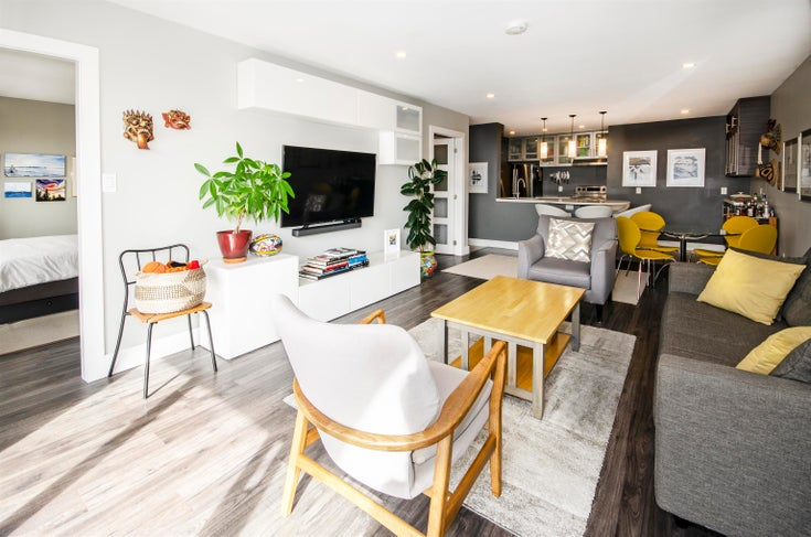 206 175 E 5TH STREET - Lower Lonsdale Apartment/Condo for sale, 2 Bedrooms (R2624759)