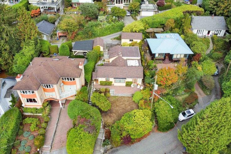 1029 ESPLANADE AVENUE - Park Royal House/Single Family for sale, 2 Bedrooms (R2625304)