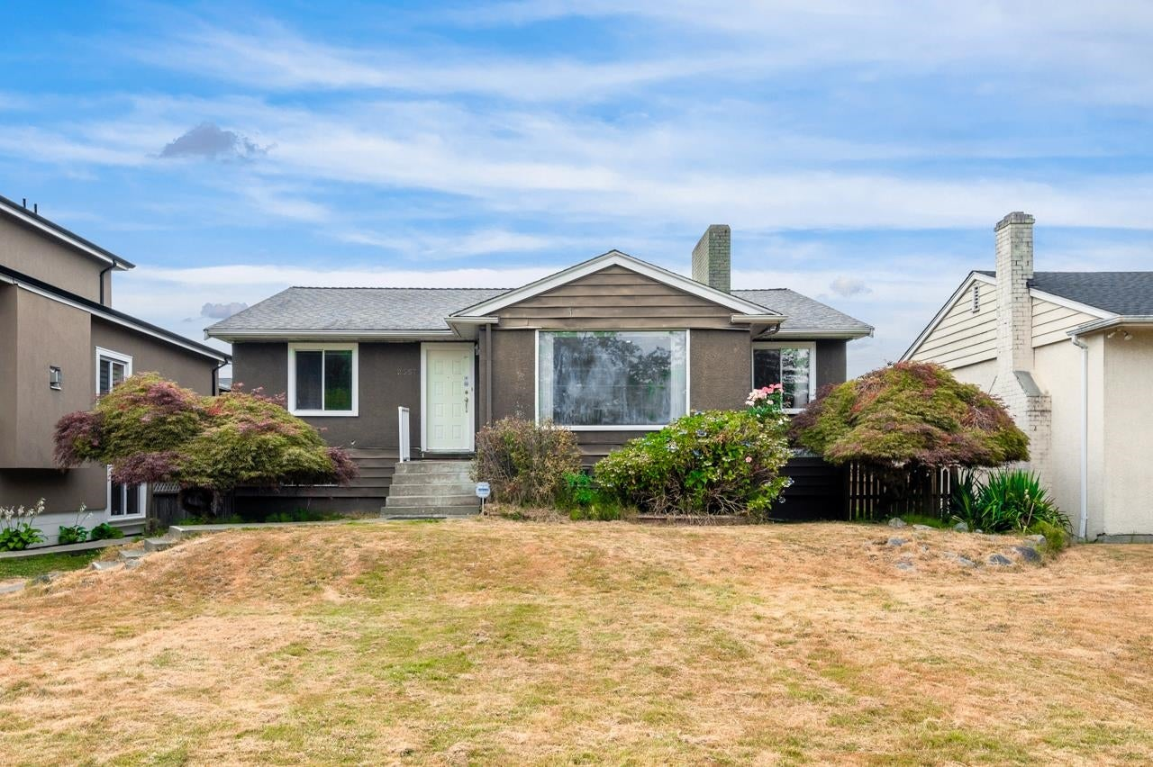 2557 W KING EDWARD AVENUE - Arbutus House/Single Family for sale, 4 Bedrooms (R2625415)