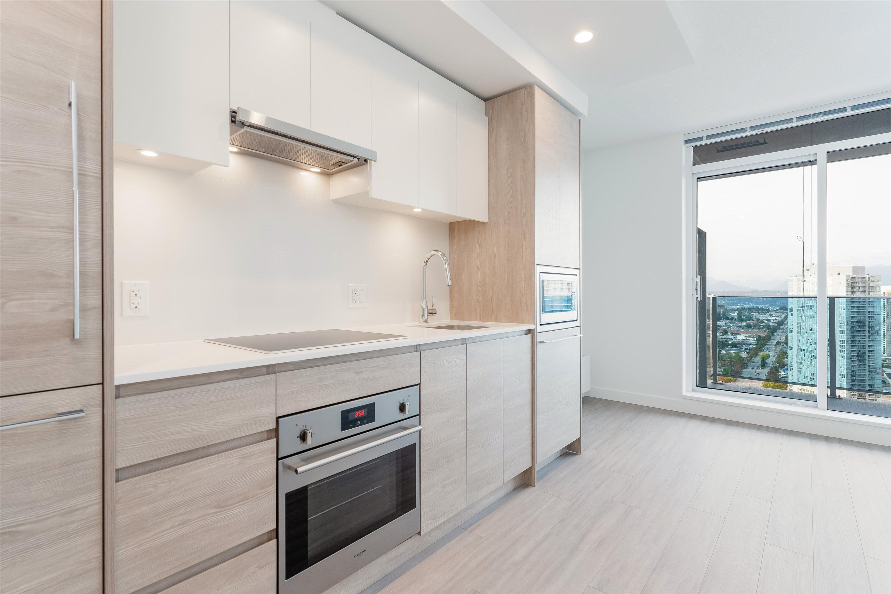 3206 13615 FRASER HIGHWAY - Whalley Apartment/Condo for sale, 1 Bedroom (R2625482)