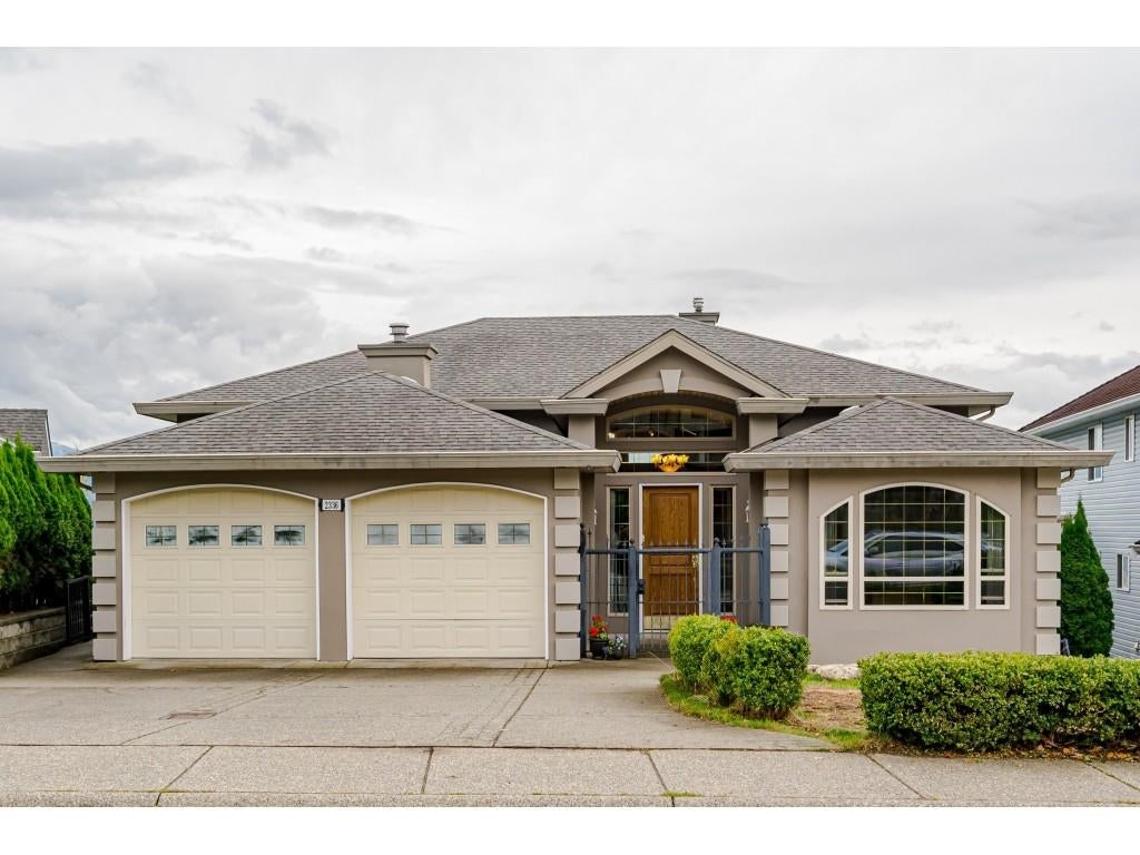 2336 MOUNTAIN DRIVE - Abbotsford East House/Single Family for sale, 8 Bedrooms (R2625684) - #1