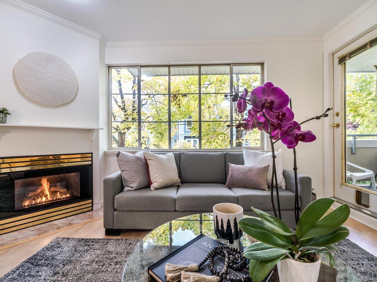203 825 W 15TH AVENUE - Fairview VW Apartment/Condo for sale, 1 Bedroom (R2625822)
