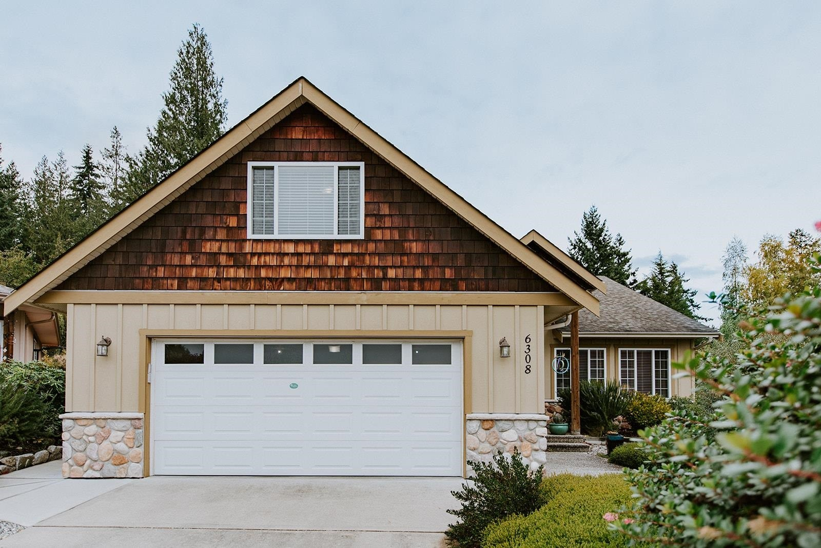 6308 SAMRON ROAD - Sechelt District House/Single Family for sale, 3 Bedrooms (R2625911)