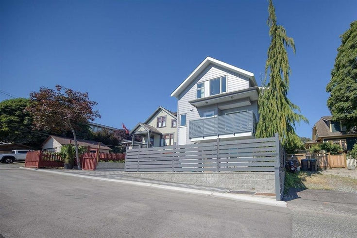 2 305 GILLEY STREET - Uptown NW 1/2 Duplex for sale, 4 Bedrooms (R2625996)