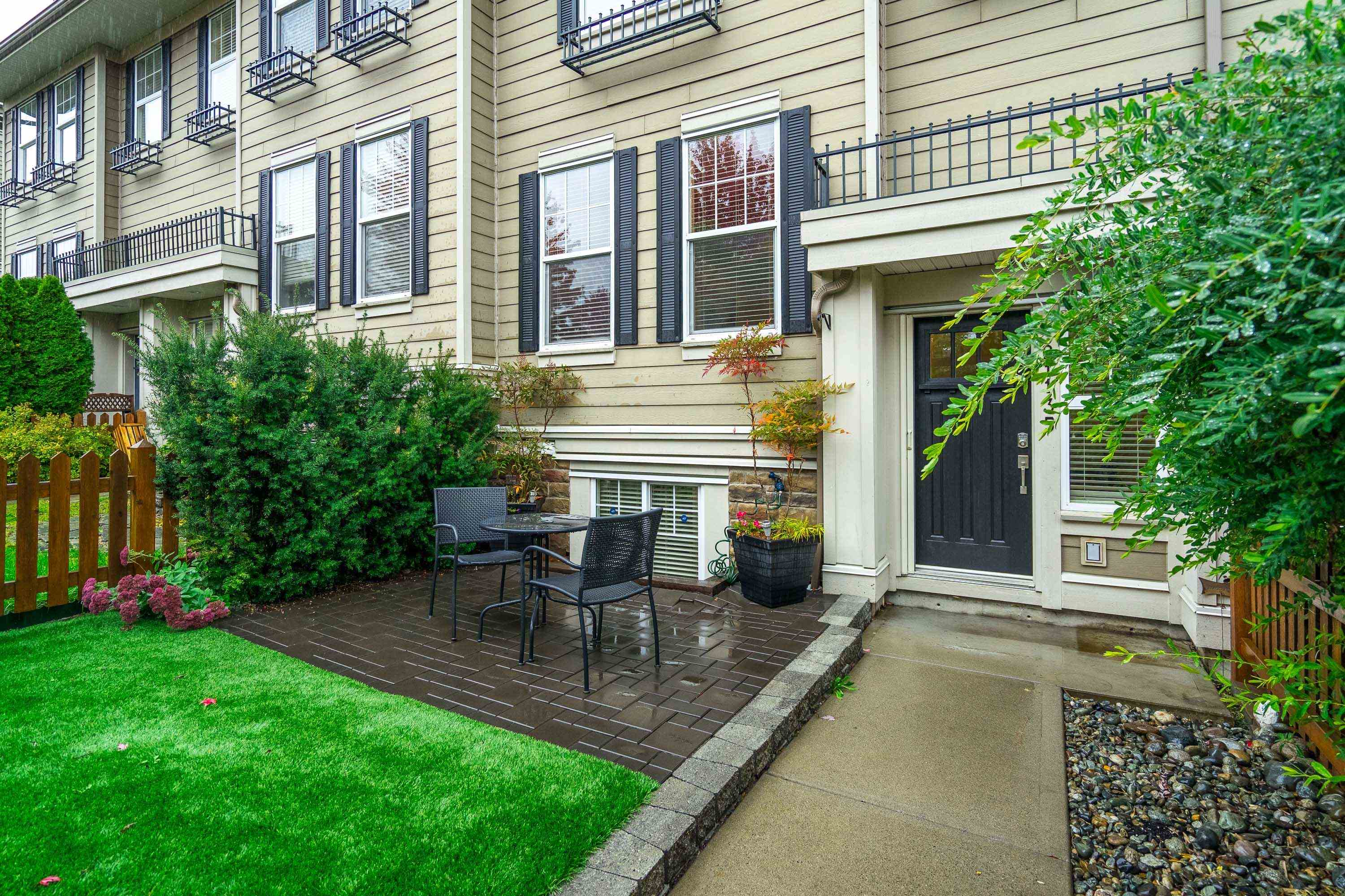 21135 80 AVENUE - Willoughby Heights Row House (Non-Strata) for sale, 4 Bedrooms (R2626349) - #1