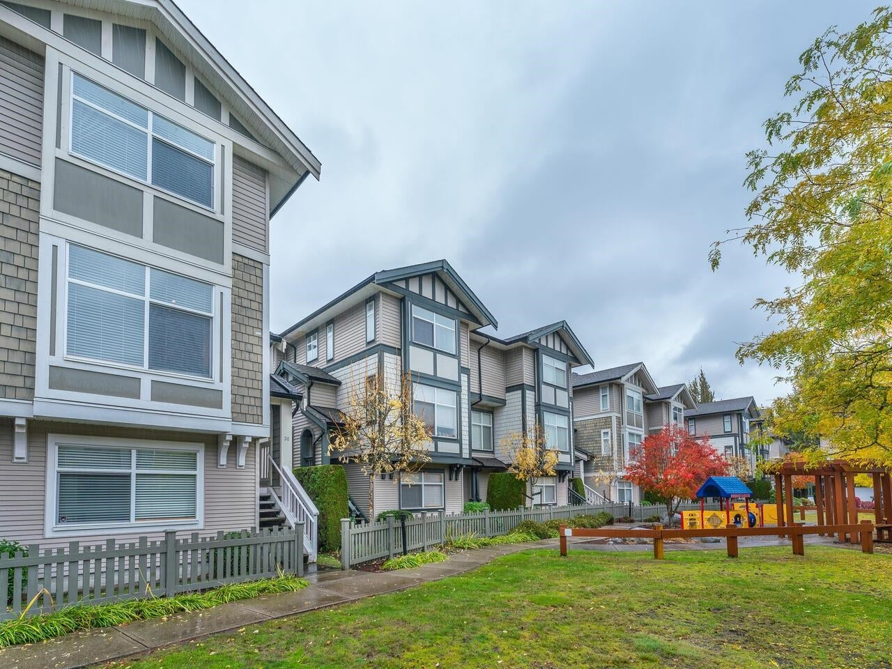 36 9833 KEEFER AVENUE - McLennan North Townhouse for sale, 4 Bedrooms (R2626677)