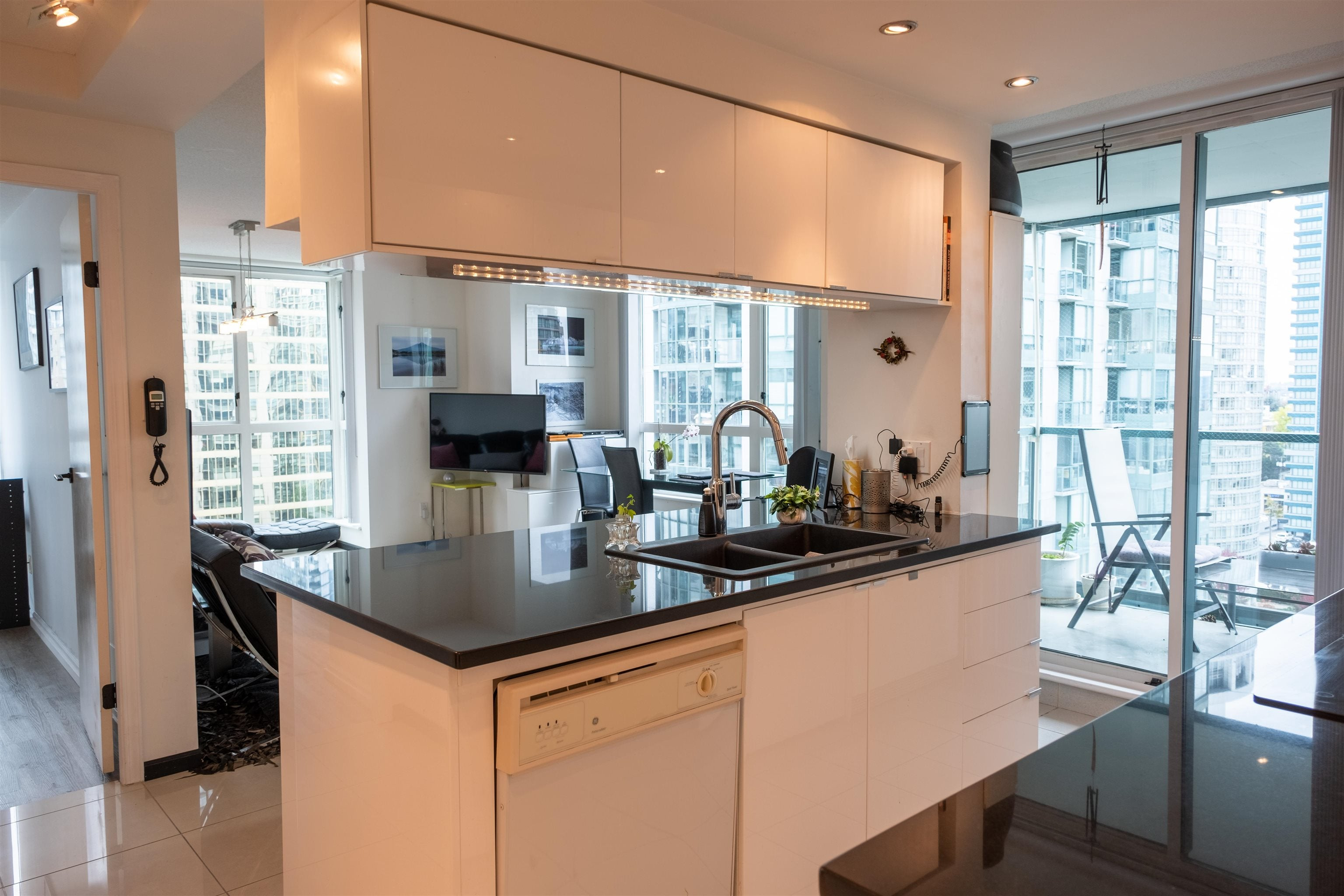 2206 1238 MELVILLE STREET - Coal Harbour Apartment/Condo for sale, 2 Bedrooms (R2626740) - #1