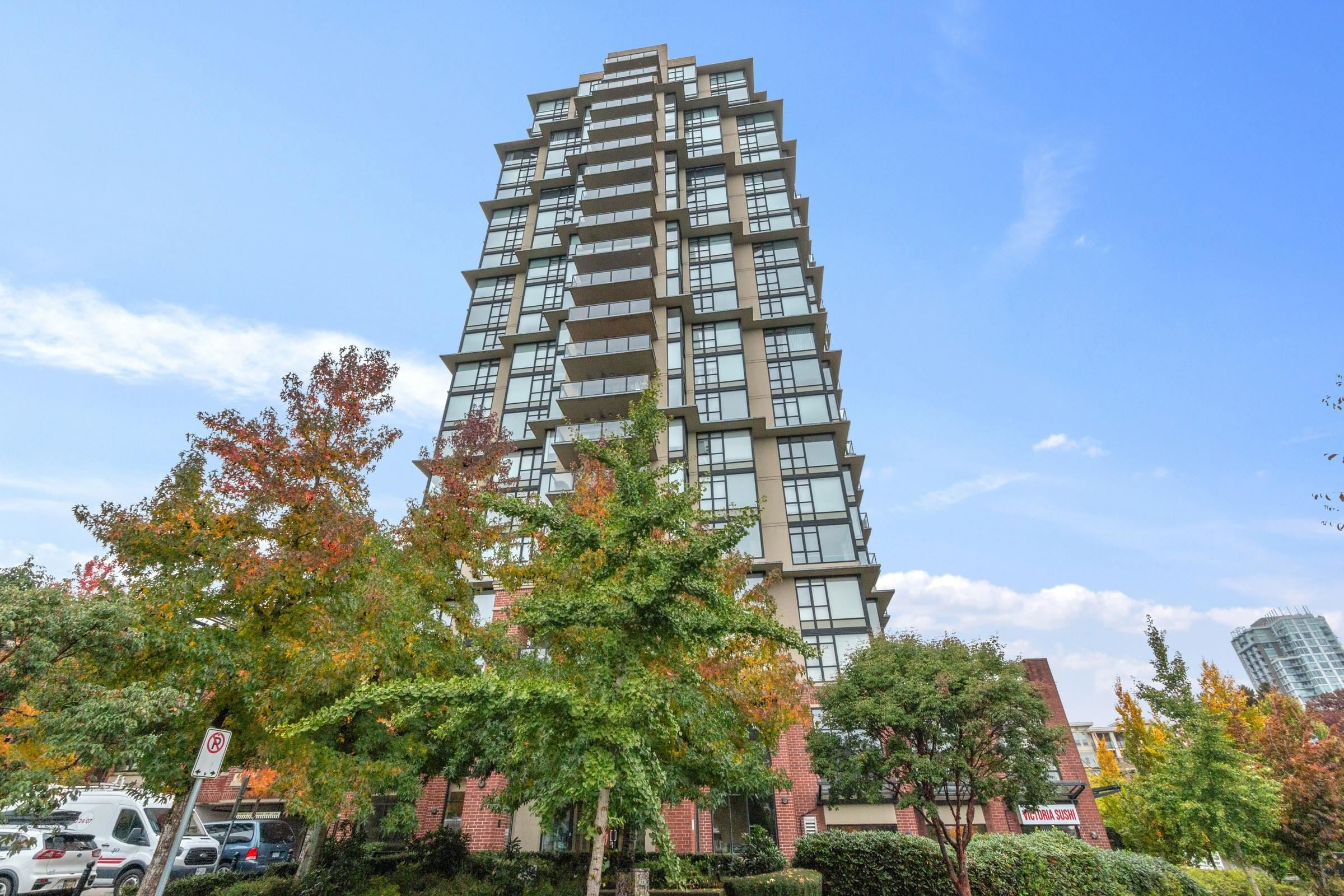 702 15 E ROYAL AVENUE - Fraserview NW Apartment/Condo for sale, 2 Bedrooms (R2627617)