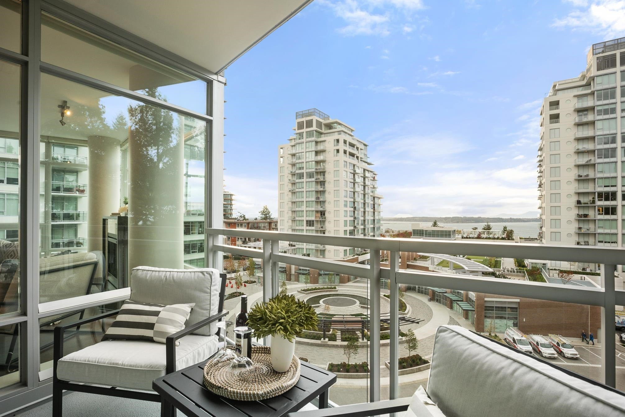 601 15152 RUSSELL AVENUE - White Rock Apartment/Condo for sale, 2 Bedrooms (R2628183)