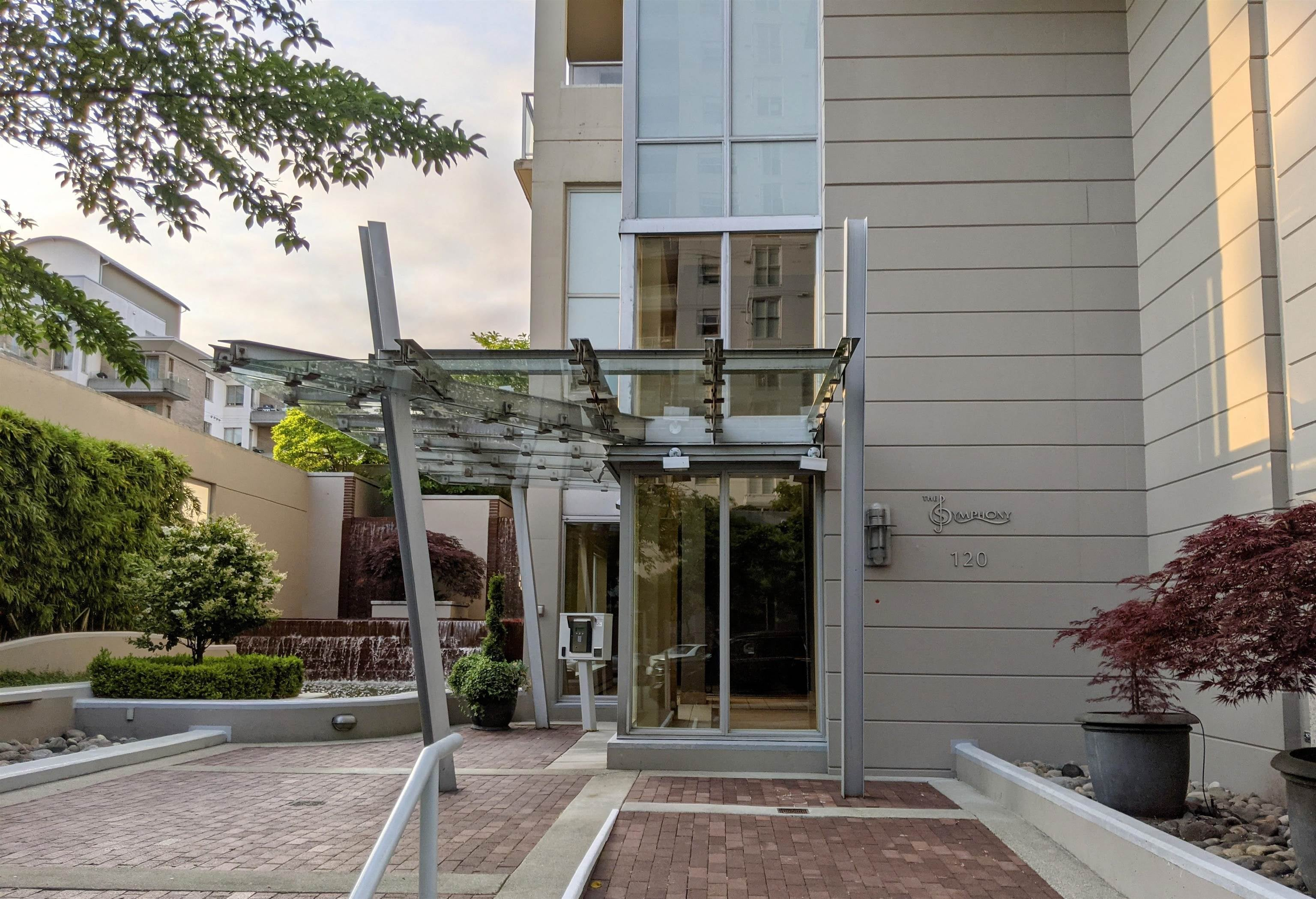 903 120 W 16TH STREET - Central Lonsdale Apartment/Condo for sale, 2 Bedrooms (R2628322) - #1