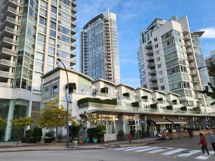 1701 1199 MARINASIDE CRESCENT - Yaletown Apartment/Condo for sale, 3 Bedrooms (R2628565)