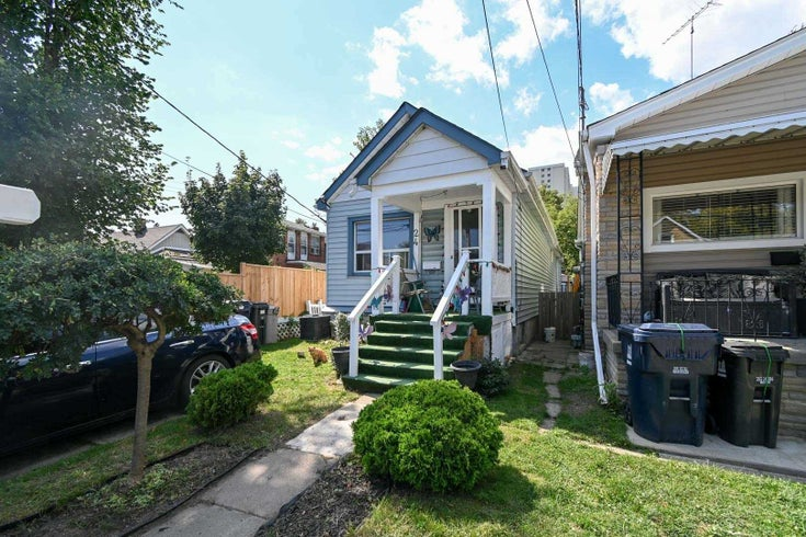 24 Newman Ave - Crescent Town Detached for sale, 2 Bedrooms (E5411189)