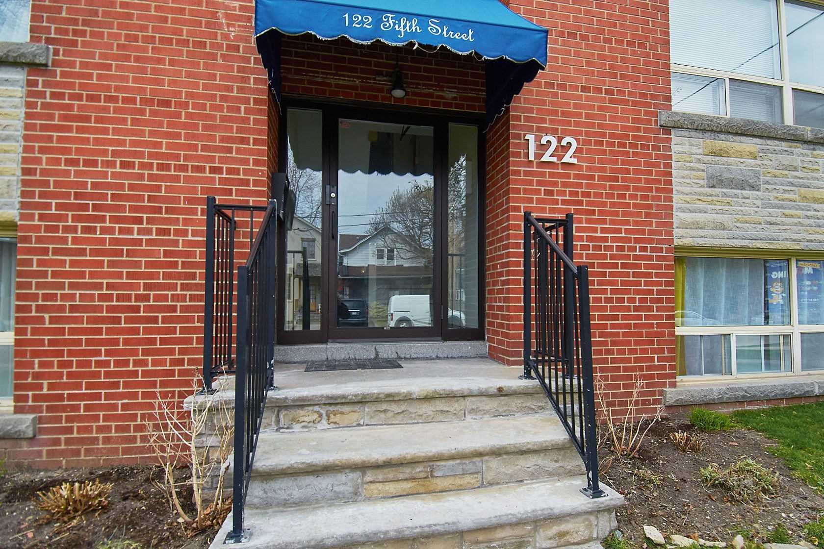 122 Fifth St - New Toronto Multiplex for sale, 8 Bedrooms (W5220612) - #4